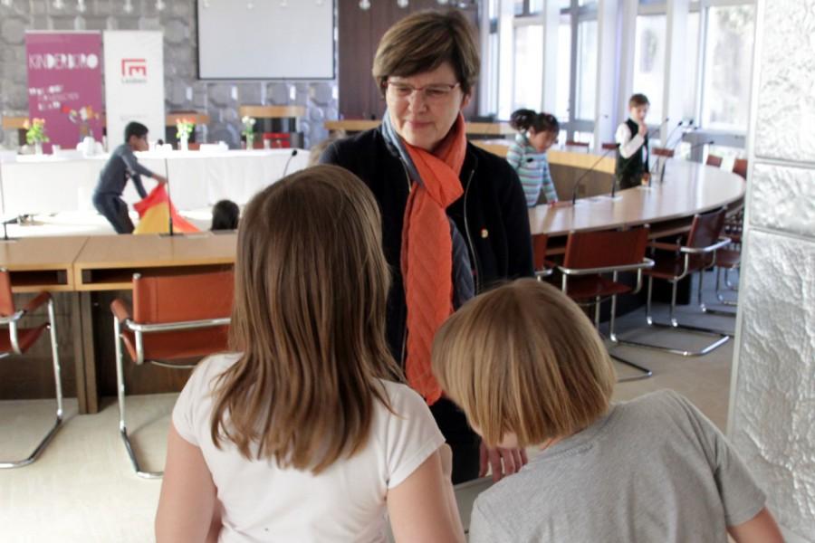 Nationalrätin Birgit Sandler im Gespräch © Kinderbüro – Die Lobby für Menschen bis 14