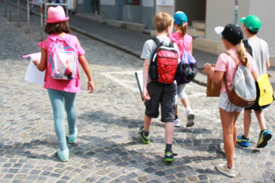 Unterwegs für die Straßenumfragen © Kinderbüro – Die Lobby für Menschen bis 14