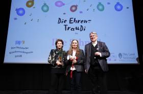 Ilse Schmid (Mitte) erhält die Ehren-TrauDi!  für ihr Lebenswerk © Kinderbüro – Clemens Nestroy